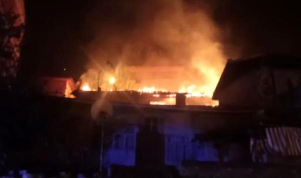 Amasya'da, evde çıkan yangına müdahale eden bir itfaiye eri yaralandı