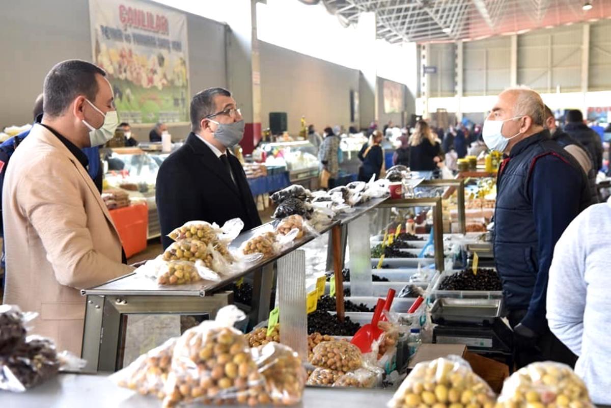 Başkan Öz halk pazarını inceledi