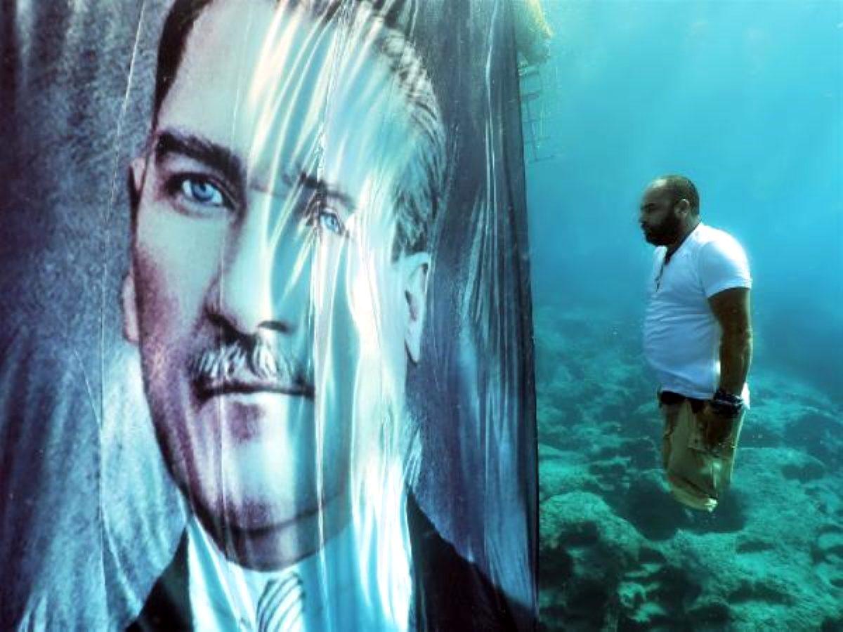 Depremde bacaklarını kaybeden Ufuk, suyun 10 metre altında Atatürk'e saygı duruşunda bulundu