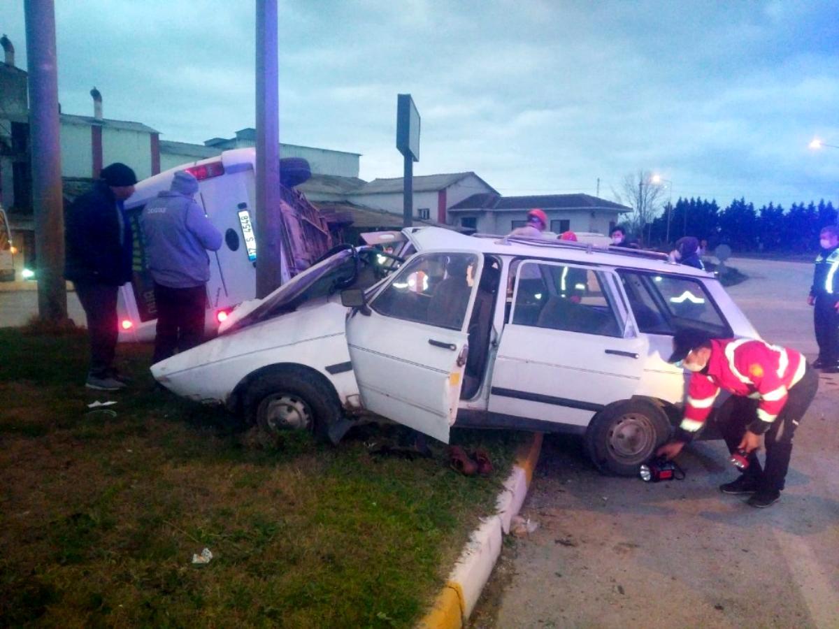Son dakika haberi | Biga'da işçi servisiyle otomobil çarpıştı: 1 ölü, 4 yaralı