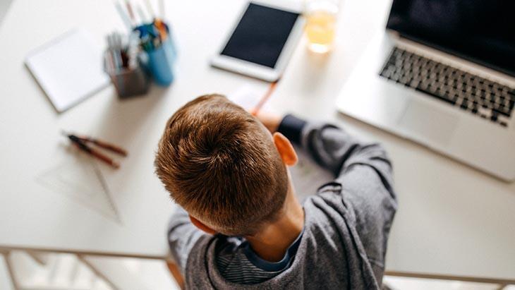 Uzaktan eğitim sürecinde önemli uyarı: Anne babalar öğretmen rolüne girmesin